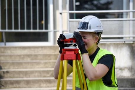 Apprentie sur un chantier